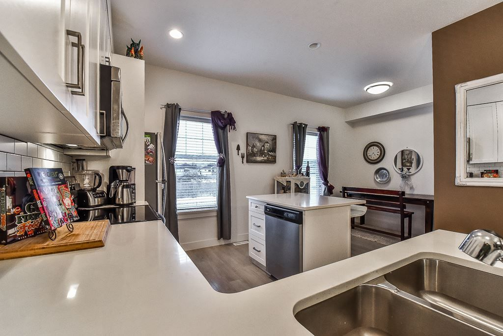 "Photo 6: Photos: 104 32789 BURTON Avenue in Mission: Mission BC Townhouse for sale in ""SILVER CREEK"" : MLS® # R2242269"