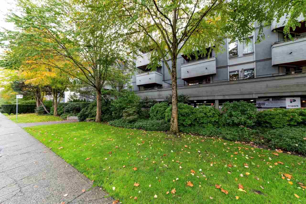"Main Photo: 208 1476 W 10TH Avenue in Vancouver: Fairview VW Condo for sale in ""SOUTH GRANVILLE PLACE"" (Vancouver West)  : MLS®# R2313353"