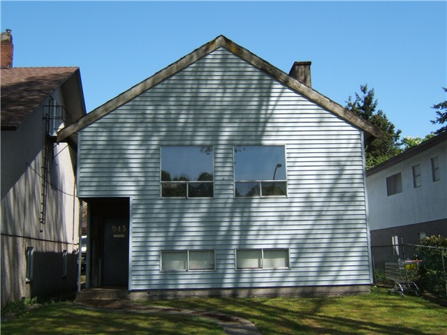 "Main Photo: 945 E 21ST Avenue in Vancouver: Fraser VE House for sale in ""FRASER"" (Vancouver East)  : MLS® # V889920"