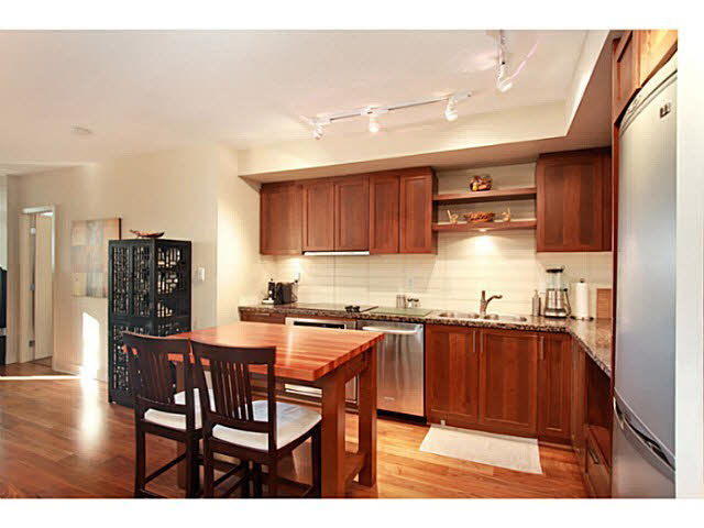 "Photo 9: 331 2288 W BROADWAY in Vancouver: Kitsilano Condo for sale in ""The Vine"" (Vancouver West)  : MLS(r) # V1053566"