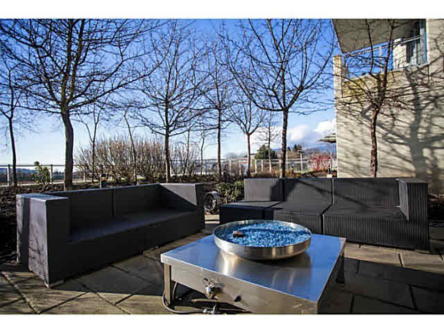 "Main Photo: 331 2288 W BROADWAY in Vancouver: Kitsilano Condo for sale in ""The Vine"" (Vancouver West)  : MLS(r) # V1053566"
