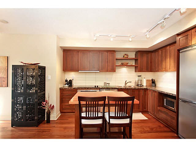 "Photo 8: 331 2288 W BROADWAY in Vancouver: Kitsilano Condo for sale in ""The Vine"" (Vancouver West)  : MLS(r) # V1053566"