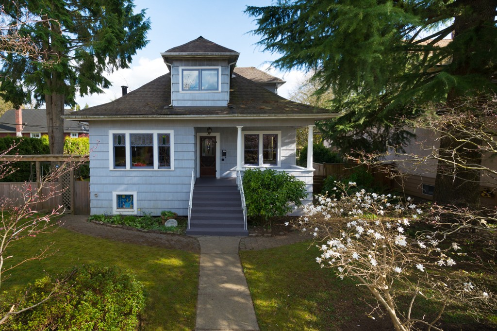 "Main Photo: 208 FIFTH Avenue in New Westminster: Queens Park House for sale in ""QUEENS PARK"" : MLS® # V1058170"