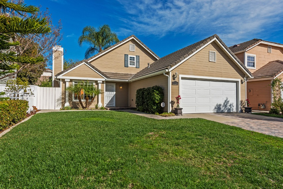 Main Photo: CARMEL MOUNTAIN RANCH House for sale : 3 bedrooms : 11234 Pinestone Court in San Diego