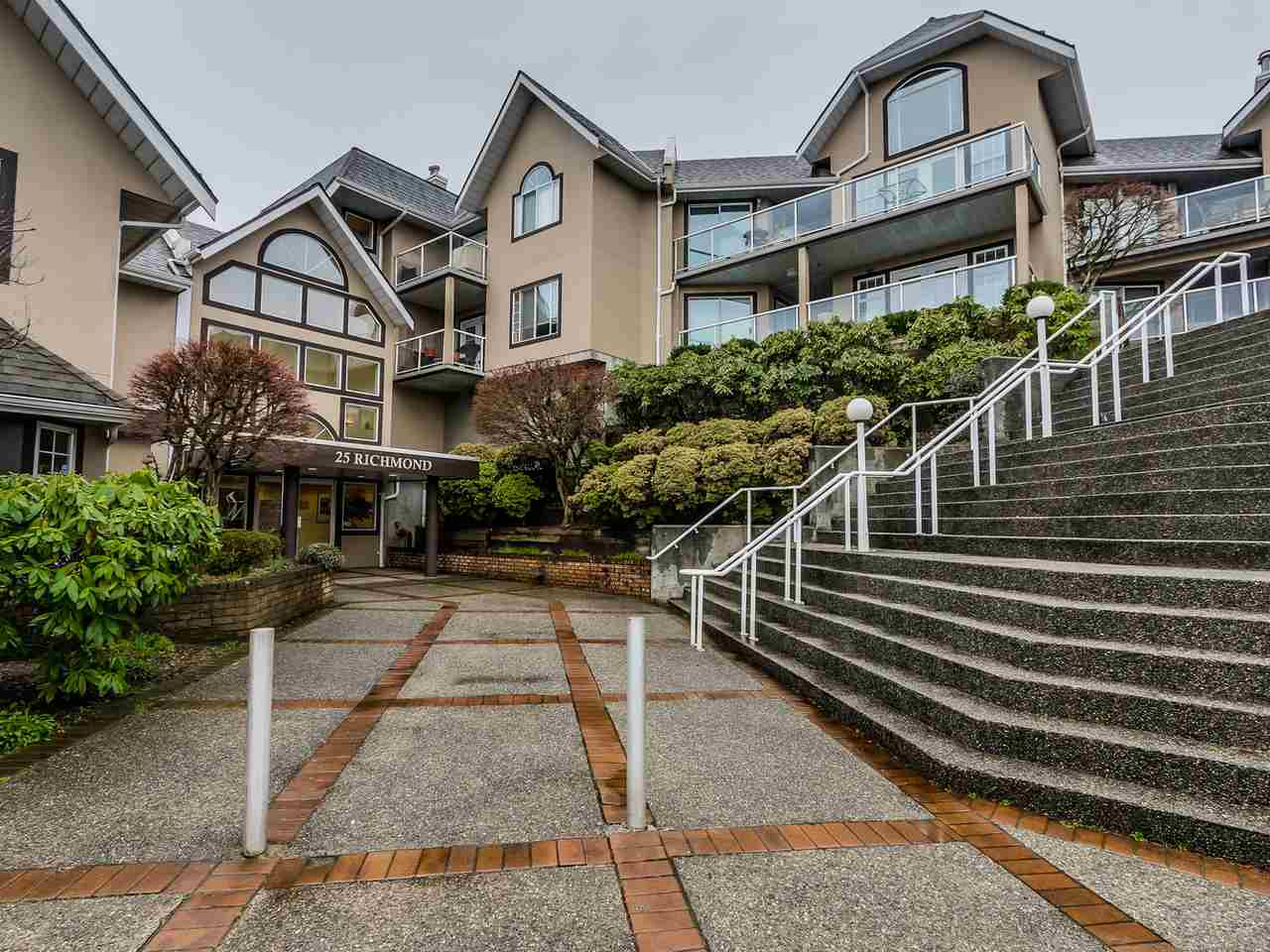 "Main Photo: 305 25 RICHMOND Street in New Westminster: Fraserview NW Condo for sale in ""FRASERVIEW"" : MLS(r) # R2031459"