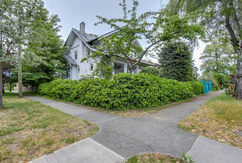 Photo 2: 3793 W 24TH Avenue in Vancouver: Dunbar House for sale (Vancouver West)  : MLS® # R2072667