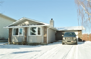 Main Photo: 220 DUNLUCE Road in Edmonton: Zone 27 House for sale : MLS(r) # E4054042