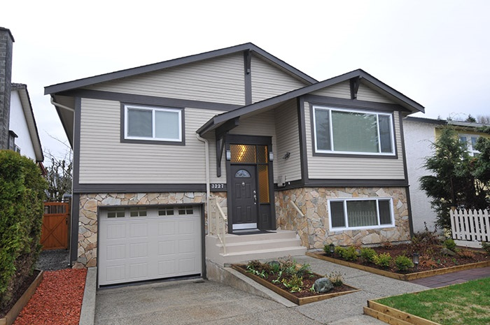"Main Photo: 3227 BALLENAS Court in Coquitlam: New Horizons House for sale in ""NEW HORIZONS"" : MLS®# R2149159"