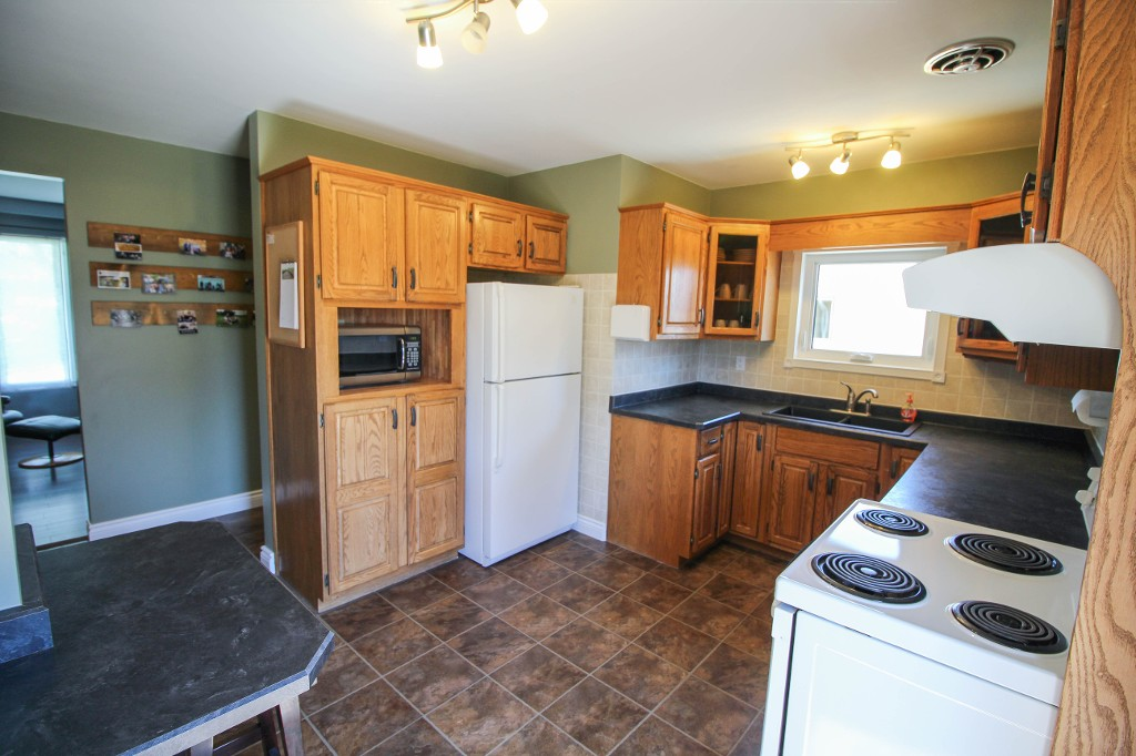 Photo 13: 129 Broad Bay - North Kildonan Bungalow for sale
