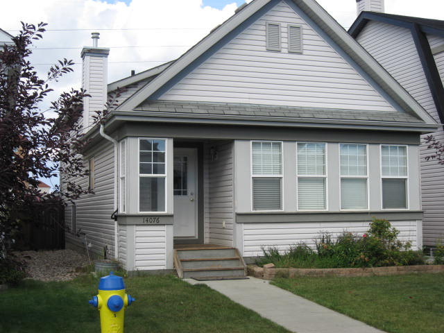 Main Photo: 14076 - 152 Avenue in Edmontn: House for rent (Edmonton)
