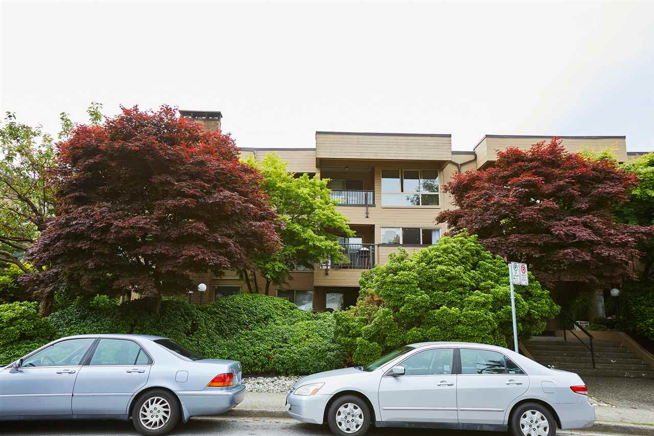"Main Photo: 302 1260 W 10TH Avenue in Vancouver: Fairview VW Condo for sale in ""LA BELLE COURT"" (Vancouver West)  : MLS(r) # R2179395"