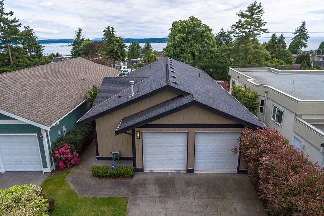"Main Photo: 15441 BUENA VISTA Avenue: White Rock House for sale in ""GRANDVIEW LANE"" (South Surrey White Rock)  : MLS(r) # R2181090"