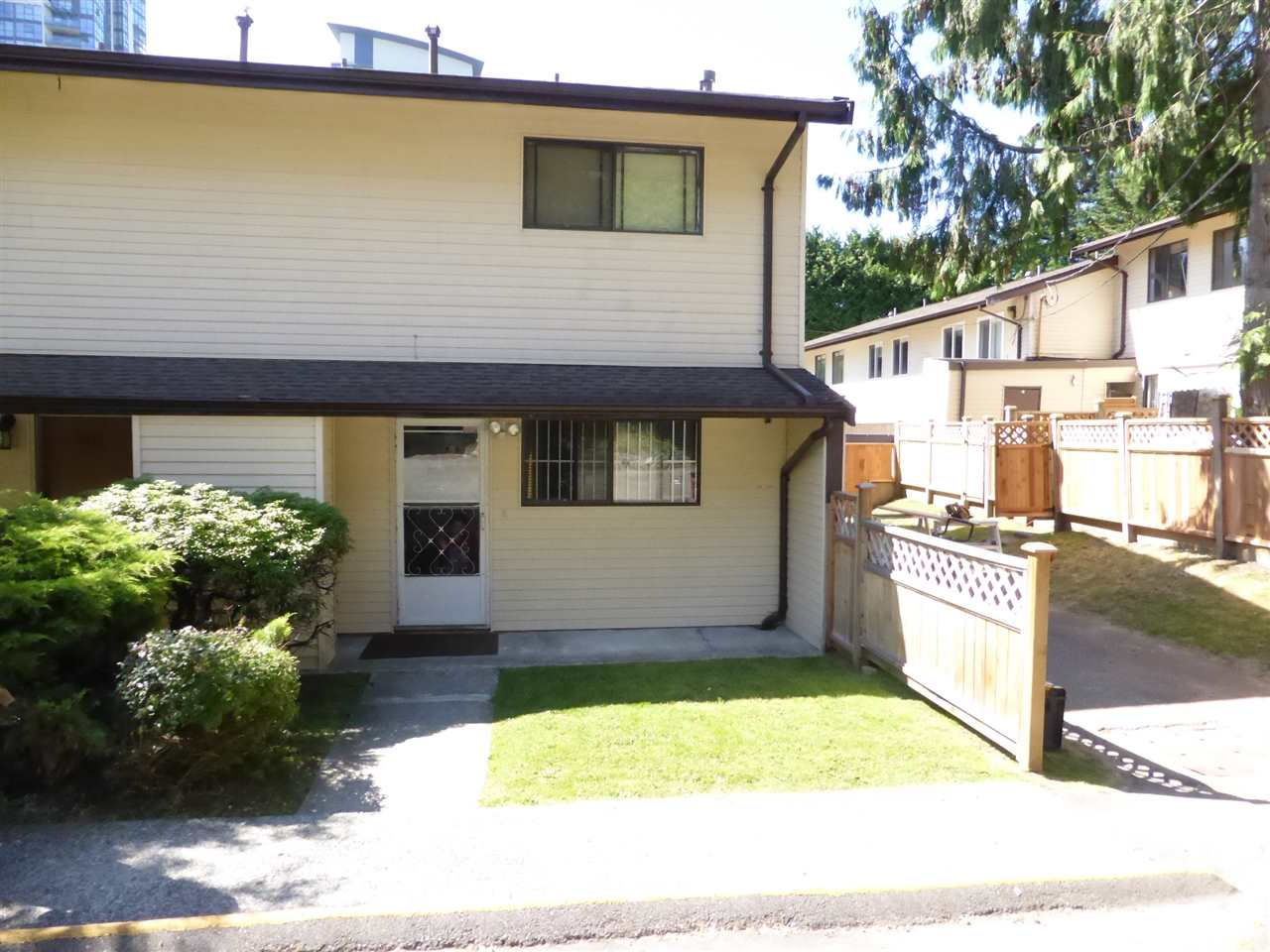 Main Photo: 2035 HOLDOM Avenue in Burnaby: Parkcrest Townhouse for sale (Burnaby North)  : MLS® # R2185341