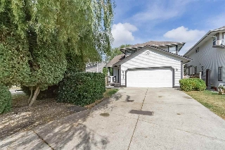 Main Photo: 19461 62 Avenue in Surrey: Cloverdale BC House for sale (Cloverdale)  : MLS® # R2208641