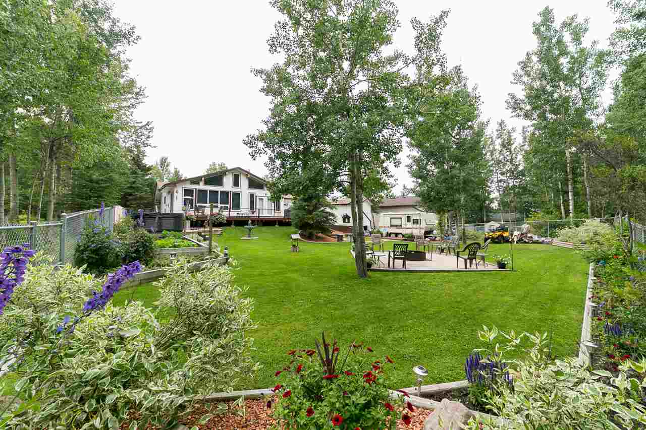 Main Photo: 2 Bay Drive: Rural Lac Ste. Anne County House for sale : MLS® # E4092935