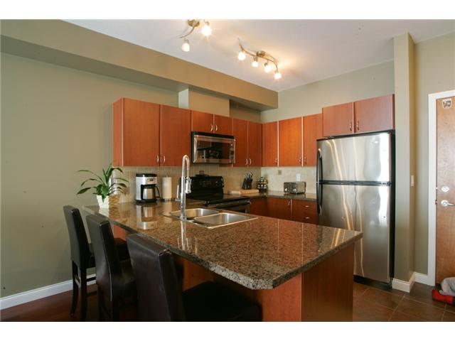 Photo 3: 205 2346 MCALLISTER Avenue in Port Coquitlam: Central Pt Coquitlam Condo for sale : MLS(r) # V894924