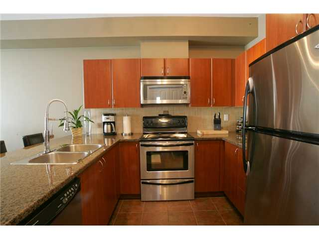 Photo 2: 205 2346 MCALLISTER Avenue in Port Coquitlam: Central Pt Coquitlam Condo for sale : MLS(r) # V894924