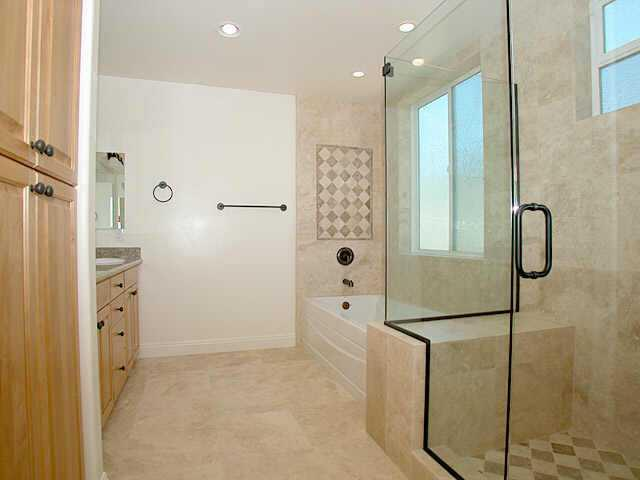 Photo 6: PACIFIC BEACH Home for sale or rent : 4 bedrooms : 1820 Malden