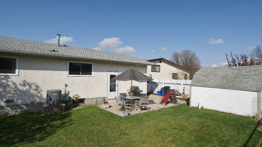 Photo 26: 122 Ashmore Drive in Winnipeg: Maples / Tyndall Park Residential for sale (North West Winnipeg)  : MLS® # 1208882