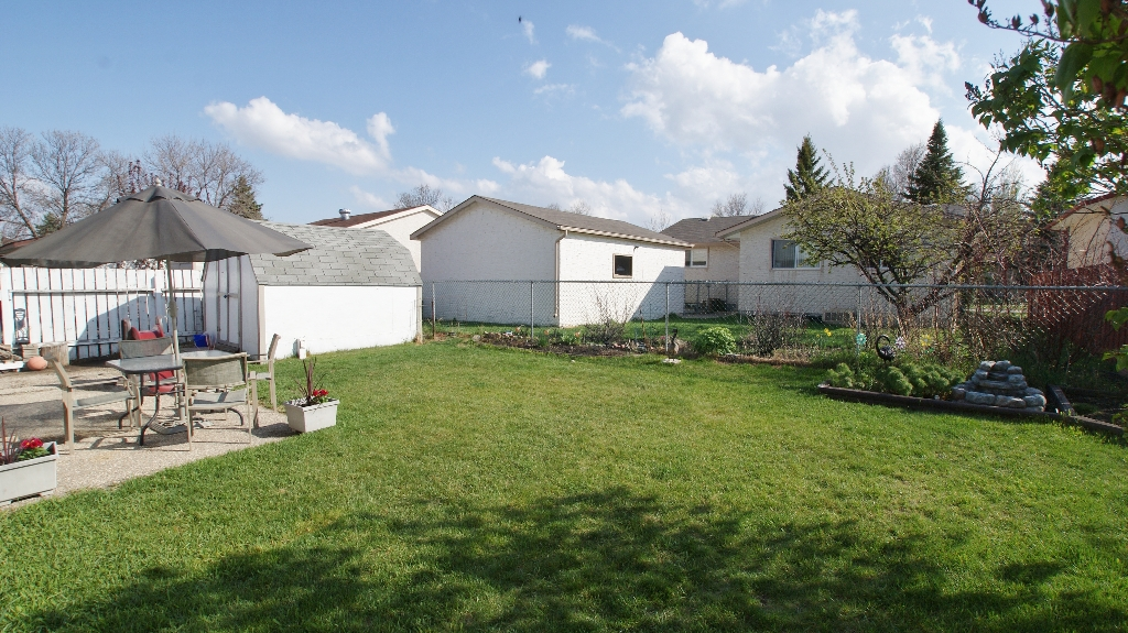 Photo 27: 122 Ashmore Drive in Winnipeg: Maples / Tyndall Park Residential for sale (North West Winnipeg)  : MLS® # 1208882