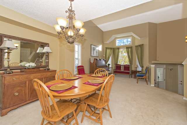 Photo 3: 278 VALLEY BROOK CIR NW in Calgary: Valley Ridge Residential Detached Single Family  : MLS(r) # C3639142