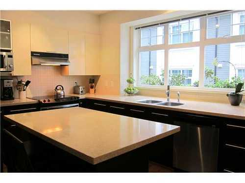 Photo 4: 3758 WELWYN Street in Vancouver East: Victoria VE Home for sale ()  : MLS® # V915056
