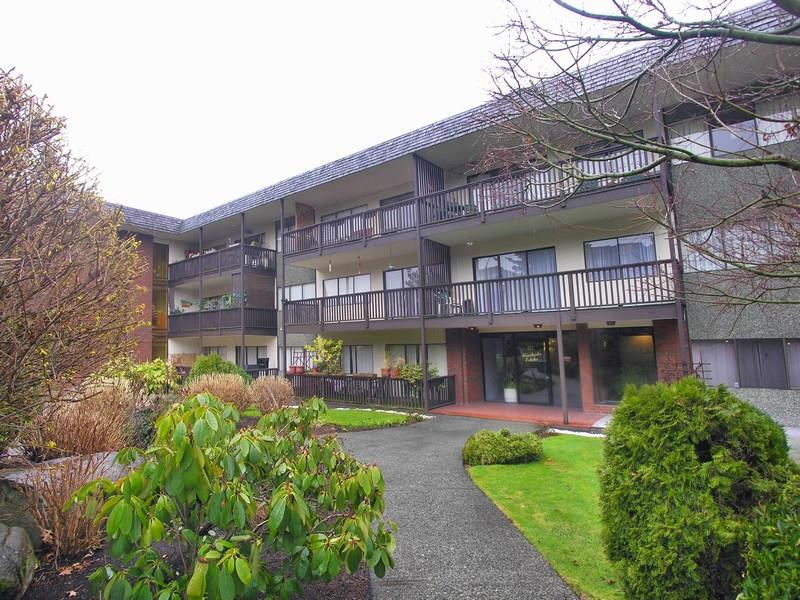 "Main Photo: 309 155 E 5TH Street in NORTH VANC: Lower Lonsdale Condo for sale in ""WINCHESTER ESTATES"" (North Vancouver)  : MLS® # R2000367"