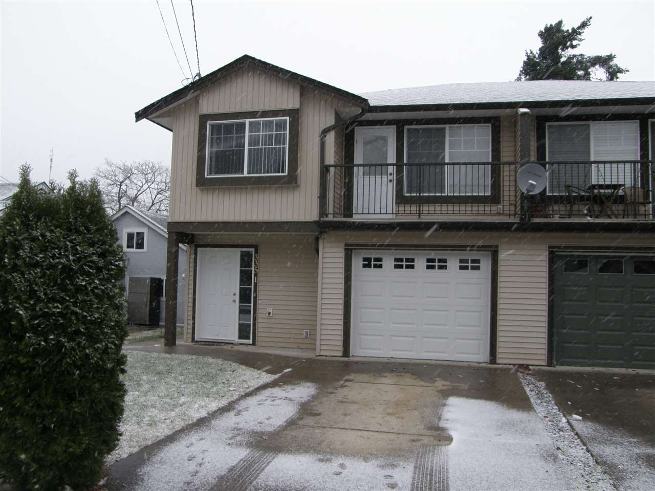 Main Photo: 1 335 HUDSON BAY Street in Hope: Hope Center House 1/2 Duplex for sale : MLS®# R2021275