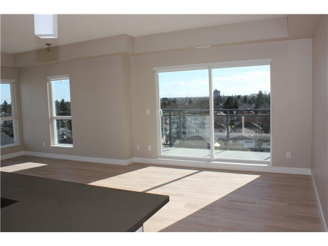 Main Photo: 705 10033 RIVER DRIVE in : Bridgeport RI Condo for sale : MLS® # V1073519