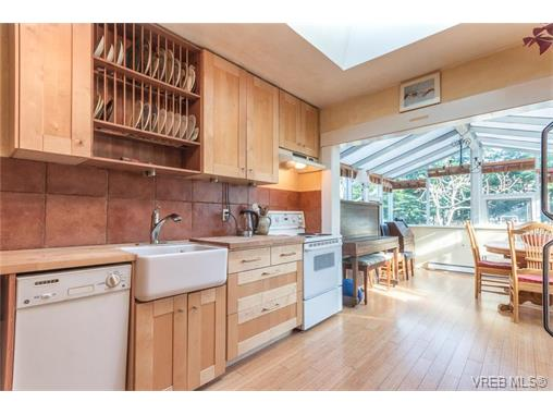 Photo 7: 430 Luxton Avenue in VICTORIA: Vi James Bay Single Family Detached for sale (Victoria)  : MLS(r) # 374422