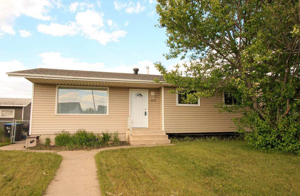 Main Photo: 5216 50 Avenue: Bruderheim House for sale : MLS(r) # E4057903