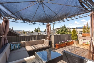 "Main Photo: 2415 W 5TH Avenue in Vancouver: Kitsilano Townhouse for sale in ""KITSILANO"" (Vancouver West)  : MLS(r) # R2155650"