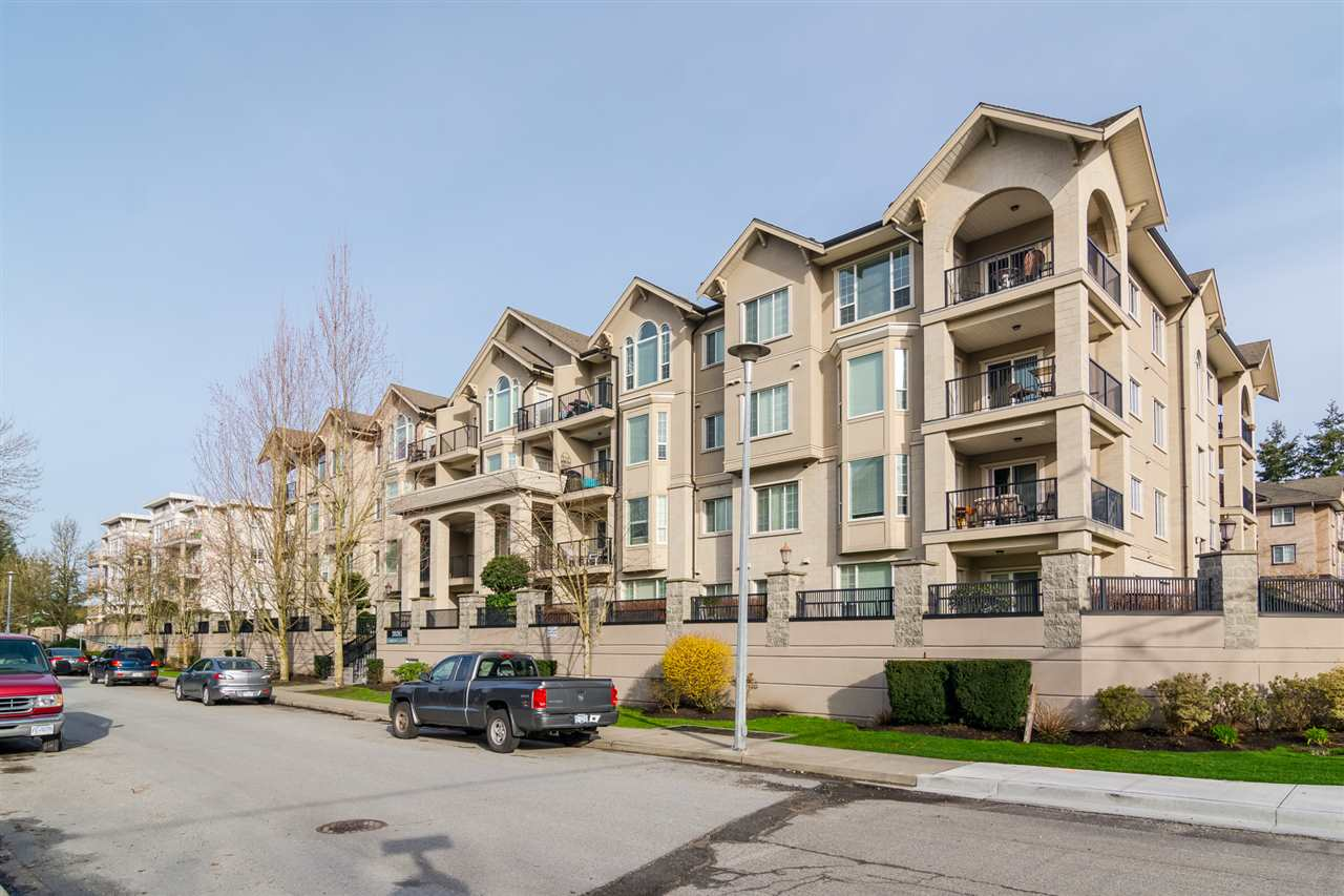 "Main Photo: 304 20281 53A Avenue in Langley: Langley City Condo for sale in ""Gibbon's Lane"" : MLS(r) # R2156059"