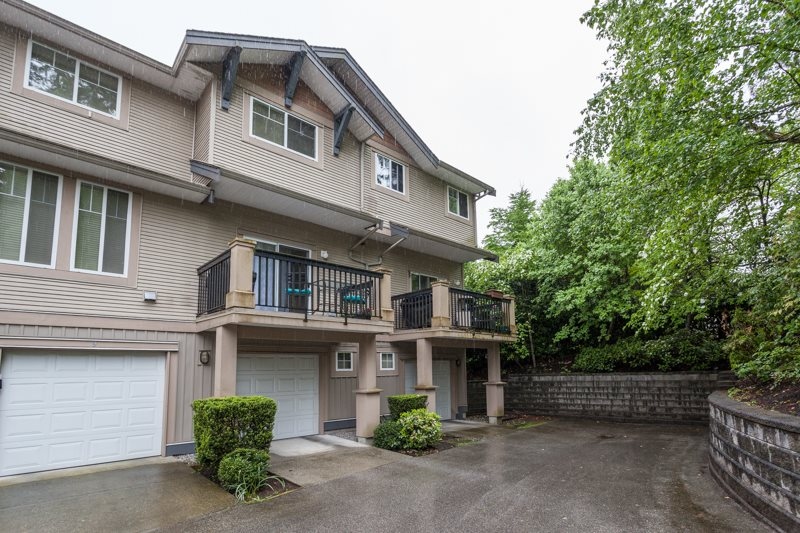 "Main Photo: 10 5839 PANORAMA Drive in Surrey: Sullivan Station Townhouse for sale in ""FOREST GATE"" : MLS® # R2166965"