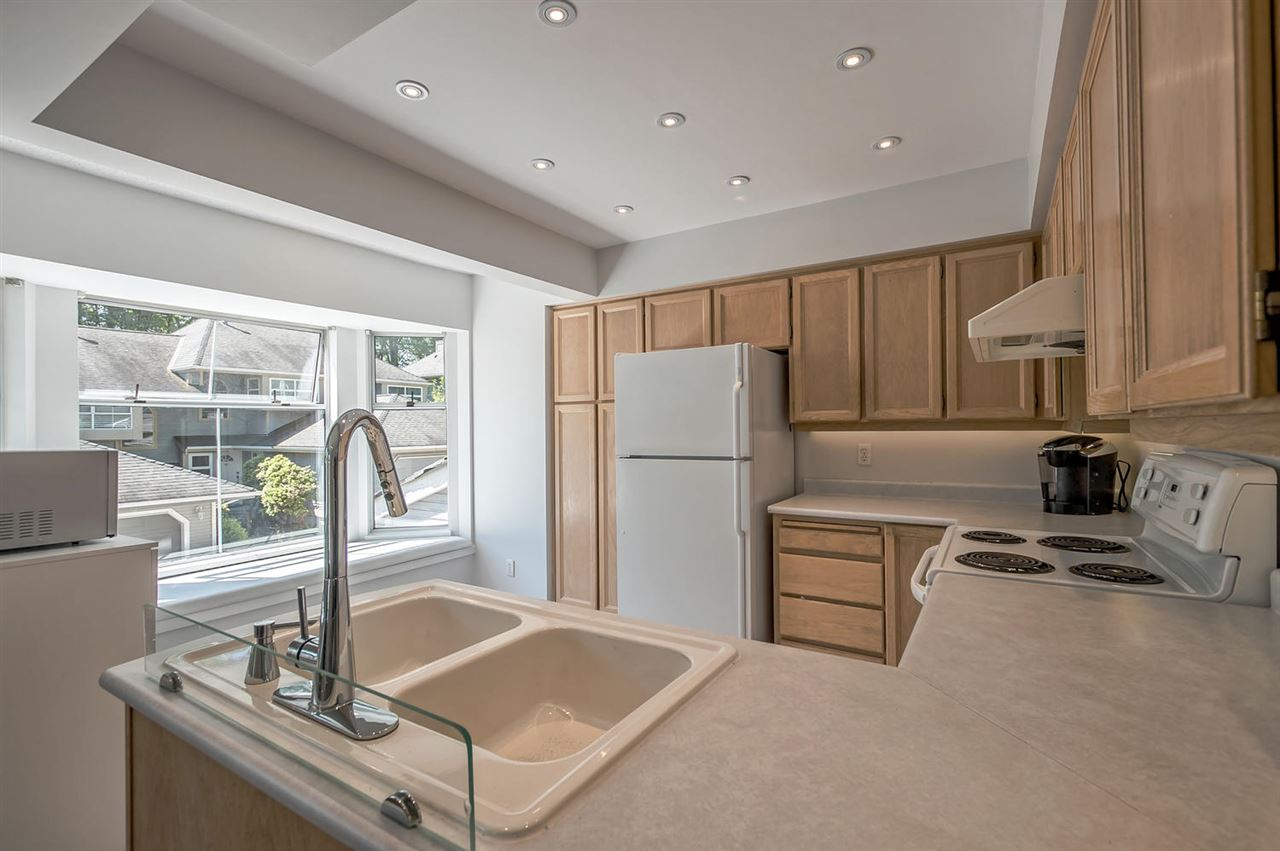 Photo 11: 9263 GOLDHURST TERRACE in Burnaby: Forest Hills BN Townhouse for sale (Burnaby North)  : MLS(r) # R2171039