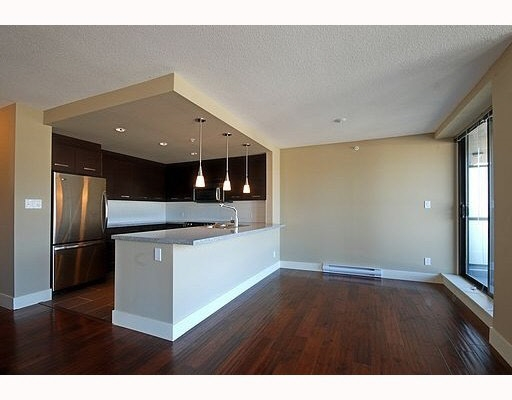 "Photo 3: 802 2959 GLEN Drive in Coquitlam: North Coquitlam Condo for sale in ""PARC"" : MLS® # R2179751"