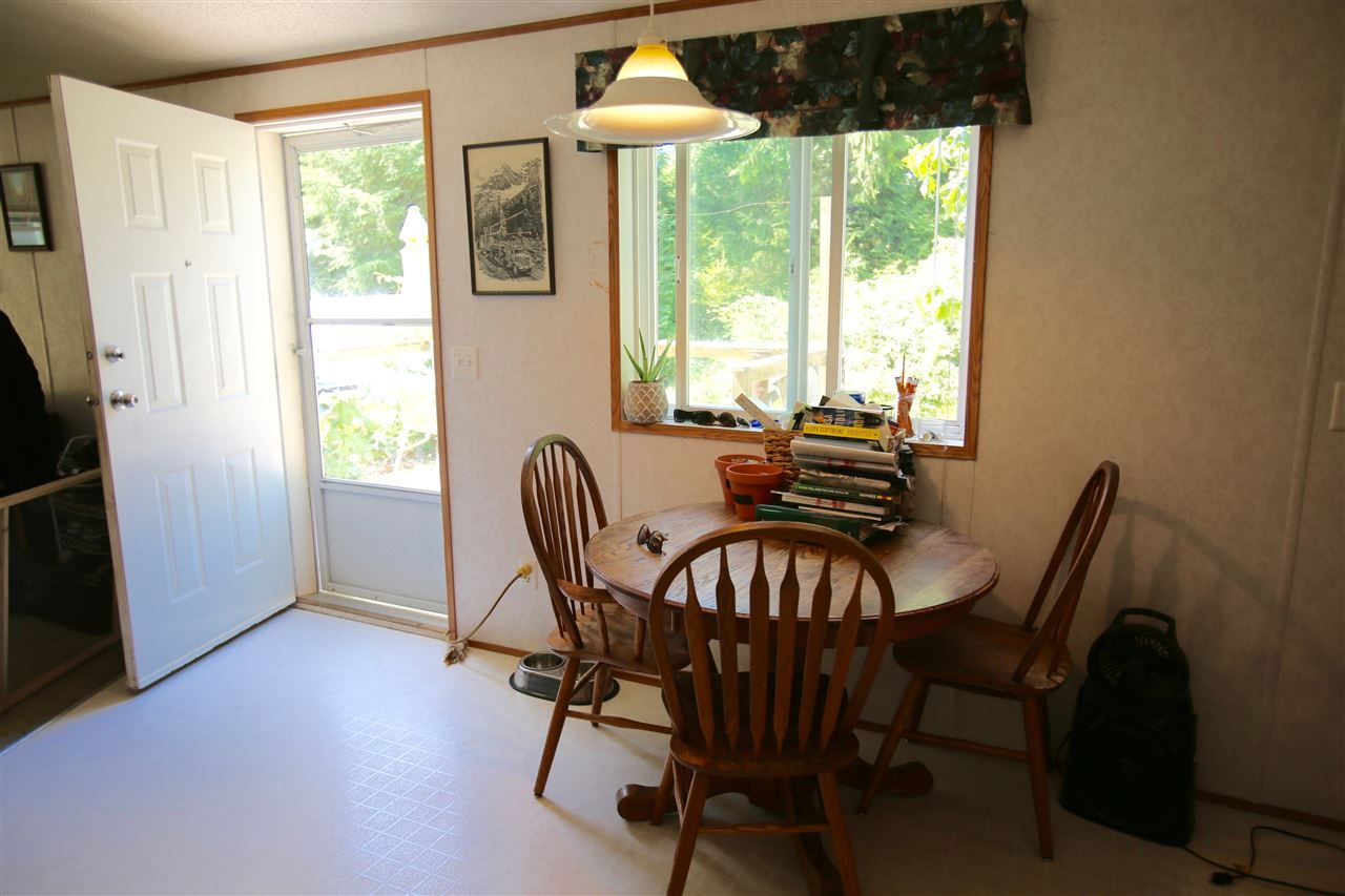 Photo 7: Photos: 7377 TAPP Road in Halfmoon Bay: Halfmn Bay Secret Cv Redroofs Manufactured Home for sale (Sunshine Coast)  : MLS® # R2181818