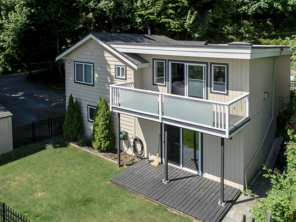 Main Photo: 1623 GORE Street in Port Moody: College Park PM House for sale : MLS(r) # R2186517