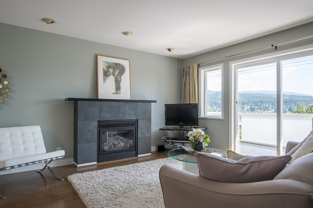 Photo 3: 1623 GORE Street in Port Moody: College Park PM House for sale : MLS(r) # R2186517