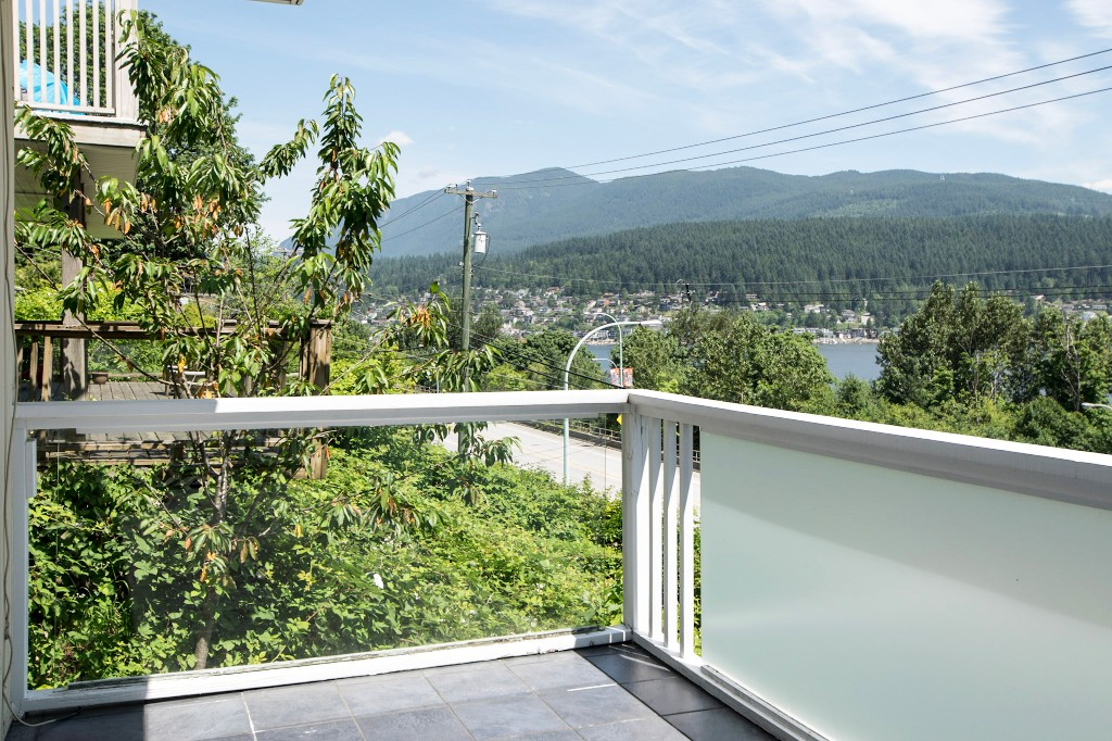 Photo 5: 1623 GORE Street in Port Moody: College Park PM House for sale : MLS(r) # R2186517