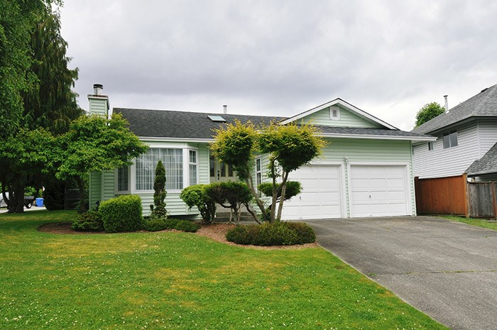 Main Photo: 12075 BLOSSOM Street in Maple Ridge: East Central House for sale : MLS® # R2189519