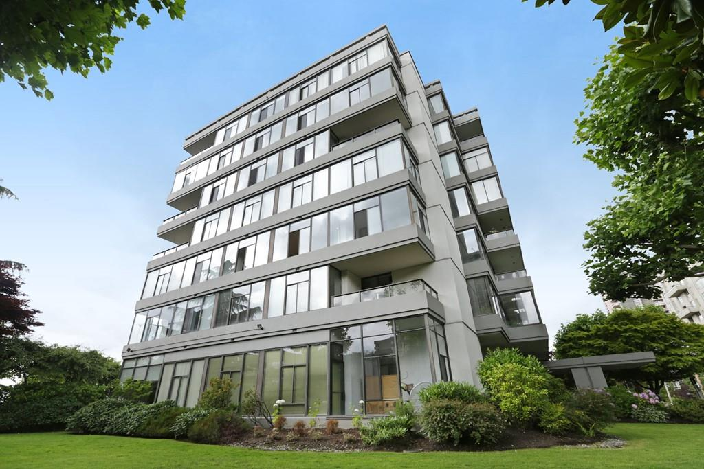 "Main Photo: 304 1420 DUCHESS Avenue in West Vancouver: Ambleside Condo for sale in ""The Westerlies"" : MLS® # R2190561"