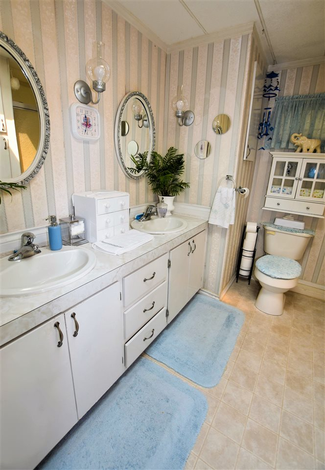 "Photo 12: 133 3031 200 Street in Langley: Brookswood Langley Manufactured Home for sale in ""Cedar Creek Estates"" : MLS® # R2194565"