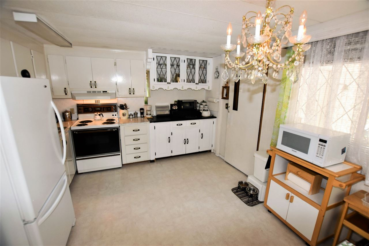 "Photo 8: 133 3031 200 Street in Langley: Brookswood Langley Manufactured Home for sale in ""Cedar Creek Estates"" : MLS® # R2194565"