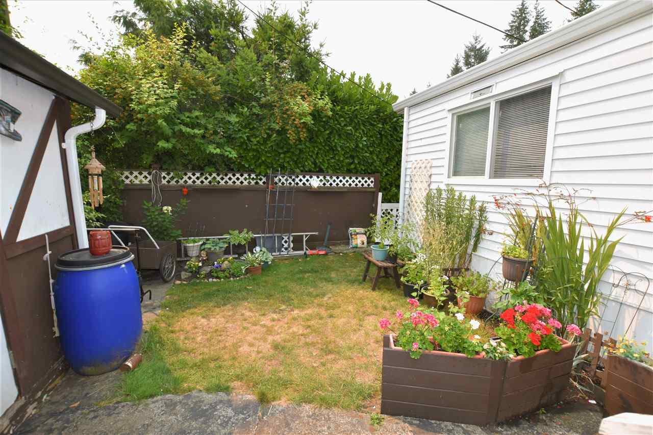 "Photo 16: 133 3031 200 Street in Langley: Brookswood Langley Manufactured Home for sale in ""Cedar Creek Estates"" : MLS® # R2194565"