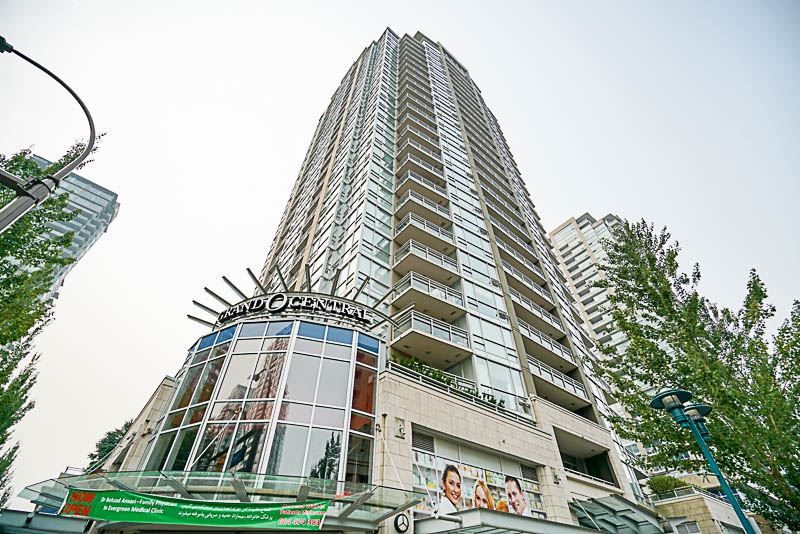 "Main Photo: 906 2978 GLEN Drive in Coquitlam: North Coquitlam Condo for sale in ""GRAND CENTRAL ONE"" : MLS®# R2204292"