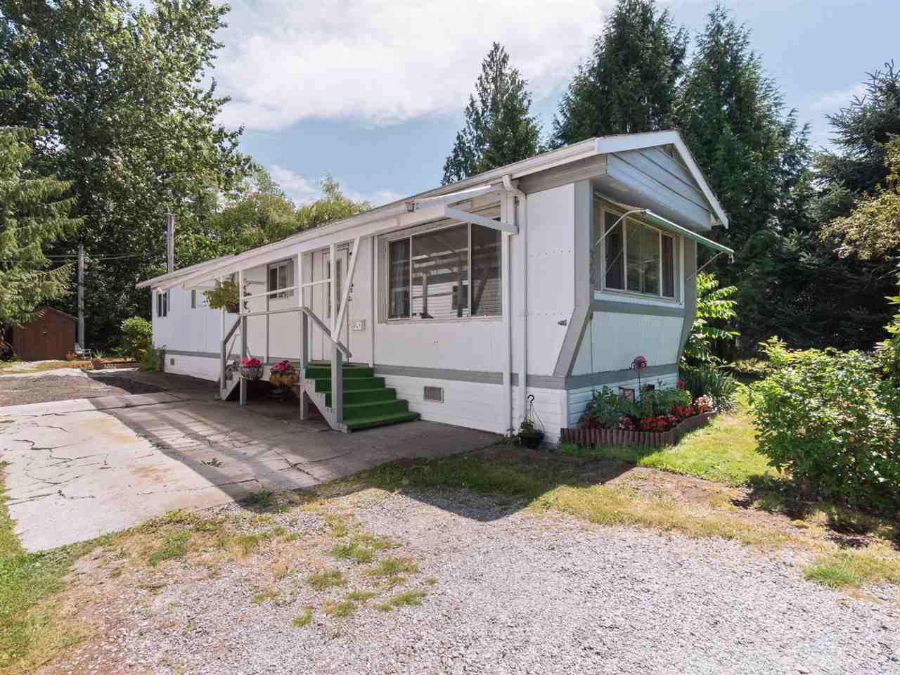 "Main Photo: 32 12868 229 Street in Maple Ridge: East Central Manufactured Home for sale in ""Alouette Retirement Village"" : MLS®# R2294039"