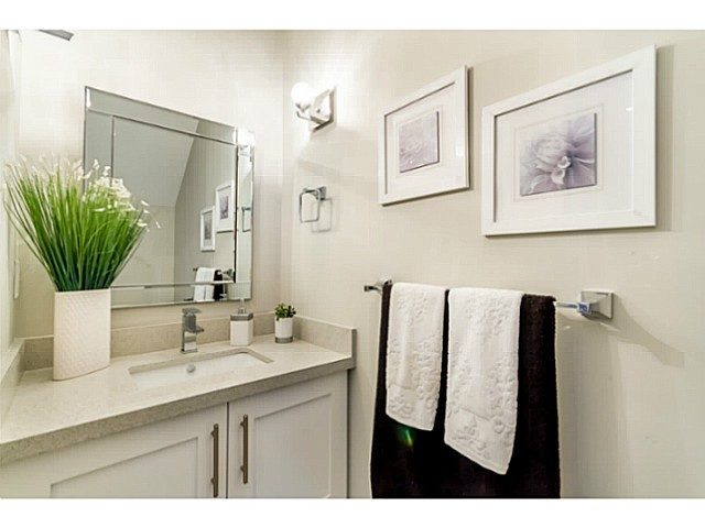Photo 9: 1243 E 11TH Avenue in Vancouver: Mount Pleasant VE House 1/2 Duplex for sale (Vancouver East)  : MLS® # V1059812