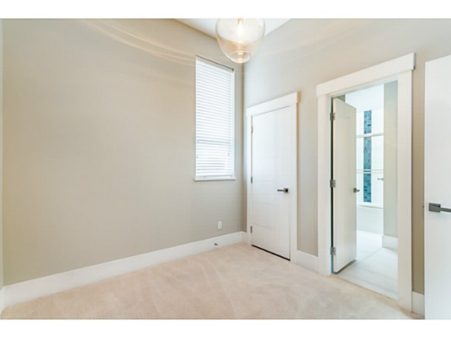Photo 8: 1243 E 11TH Avenue in Vancouver: Mount Pleasant VE House 1/2 Duplex for sale (Vancouver East)  : MLS® # V1059812