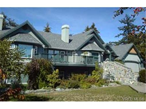 Photo 2: 814 Royal Oak Avenue in VICTORIA: SE Broadmead Single Family Detached for sale (Saanich East)  : MLS® # 162644